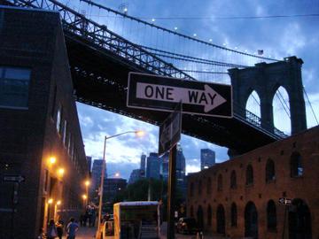 twilight under the brooklyn bridge