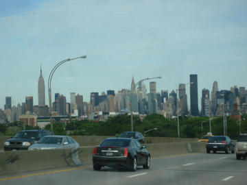 manhatan skyline from queens
