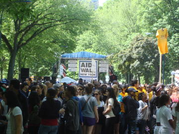 aids walk crowd